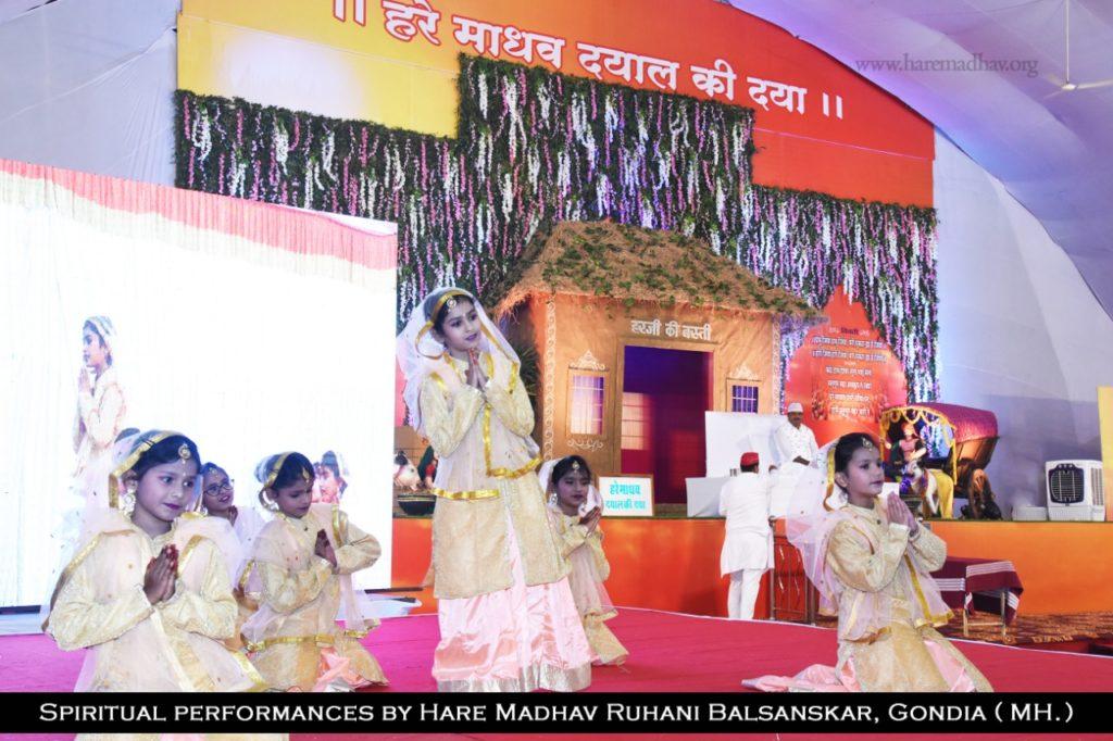 Spiritual Performances by Hare Madhav Ruhani Balsanskar, Gondia 5
