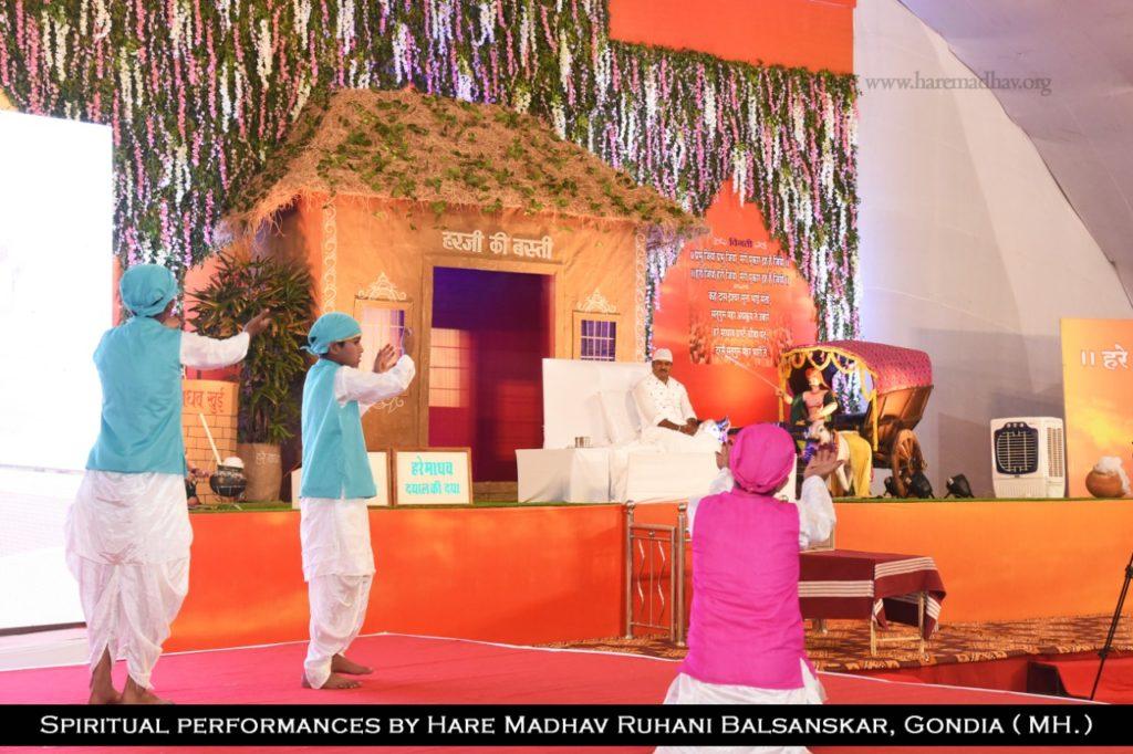 Spiritual Performances by Hare Madhav Ruhani Balsanskar, Gondia 6
